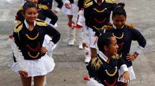 Centros educativos se alistan para desfile