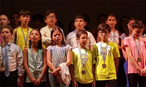 Niños cantan Multicolore en frances ingles español y maya popti