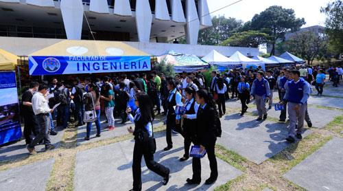 Comienza evaluación a graduandos en Guatemala