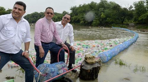República Dominicana adopta estrategia de bardas para limpieza de ríos