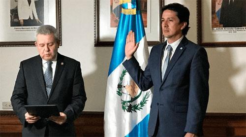 Juramentan a Victor Martínez como nuevo ministro de Finanzas