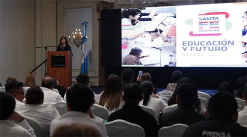 Mineduc y Fundación Novella facilitan discusión sobre educación alternativa