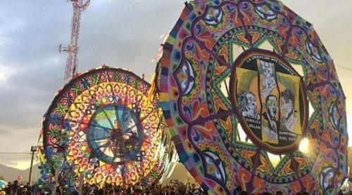 Los mensajeros de Sumpango: una labor de color y tradición