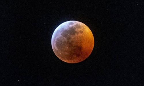 Fascinante eclipse total de la luna (IMÁGENES)