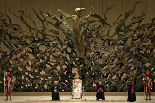 Escultura de la Resurreccion de Jesucristo en el Salon de la Serpiente del Papa