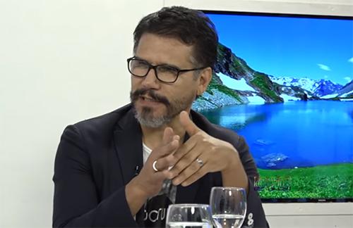 VIDEO | Jesús Adrián Romero dice que mencionar a Dios en sus canciones lo limita
