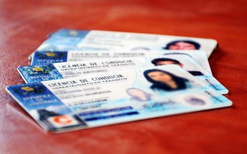 ¿Cómo transferir de un tipo de licencia a otro en Guatemala?