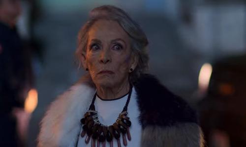 La abuela Victoria - La Casa de las Flores 3a temporada