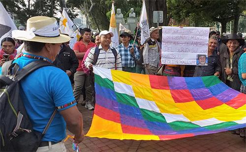 Integrantes de Codeca realizan protesta en Avenida Reforma para apoyar a Evo Morales