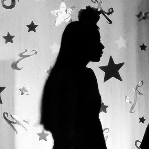 https://www.deguate.com/artman/uploads/59/Mujer-de-negro.jpg
