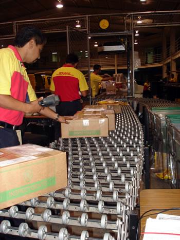 Dhl express y proexport promueven acercamiento comercial for Oficinas dhl colombia